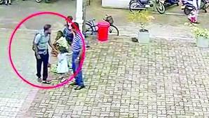 Imagens mostram a mochila da morte no Sri Lanka