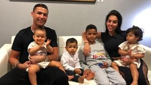 """Cristiano Ronaldo volta a surpreender os seguidores com fotografia das """"princesas"""""""
