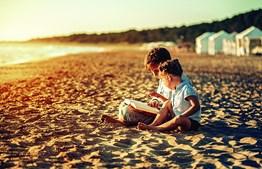 Crianças mais novas e bebés não têm benefício na exposição ao sol