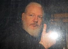 Julian Assange detido em Londres