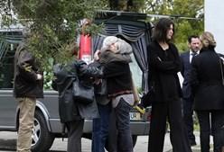 Lágrimas e abraços na despedida de Dina