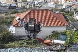 Autocarro caiu sobre casa e matou 29 pessoas na Madeira