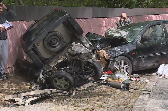 bd4cf72e16f1a Colisão entre dois carros faz quatro feridos em Vila Nova de Gaia
