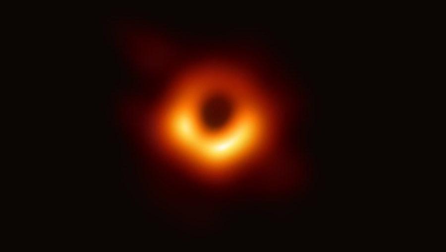 Primeira imagem revelada de um buraco negro