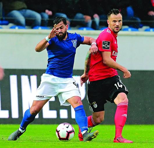 Jogo entre Feirense e Benfica no epicentro de várias polémicas, devido à arbitragem e ao VAR