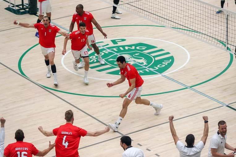 Benfica fez a festa do título no recinto do Sporting, em Alvalade