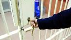 Técnica estagiária usa gabinete para fazer sexo com recluso