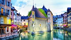 Annecy: 'Veneza dos Alpes' oferece uma experiência tranquila