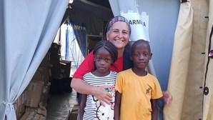 Os sorrisos, as duras histórias de vida e a missão da farmacêutica Sílvia em Moçambique