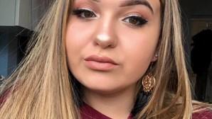 Rapariga de 17 anos morre em acidente de carro quando mandava SMS ao namorado