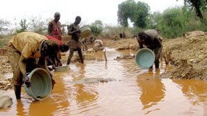 Desabamento de terras mata oito pessoas na província angolana do Bié