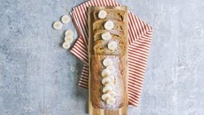 Receita fácil para fazer em casa: bolo de banana e linhaça