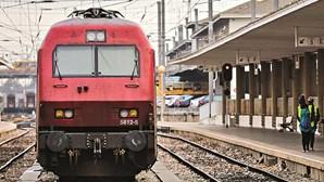 """Governo diz que """"é inviável"""" cumprir com distanciamento físico nos comboios"""
