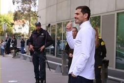 Casillas à saída do hospital onde esteve internado