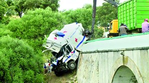 Ambulância ficou destruída