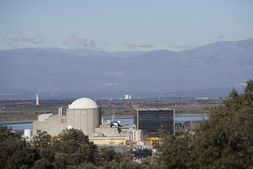 Cordão humano pede encerramento de central nuclear de Almaraz