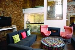 O Cerca Design House, em Chãos, Fundão, concilia tradição e modernidade. este solar do século XVII foi transformado num elegante refúgio