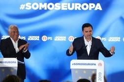 Pedro Marques e António Costa no discurso de vitória nas eleições