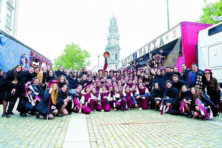 Chuva abençoou cortejo para 50 mil estudantes no Porto