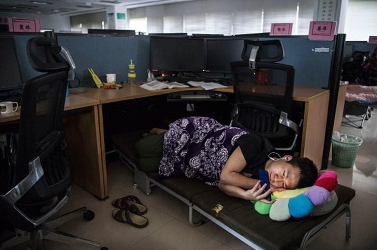 Huawei, a tecnológica milionária onde os trabalhadores dormem debaixo das secretárias