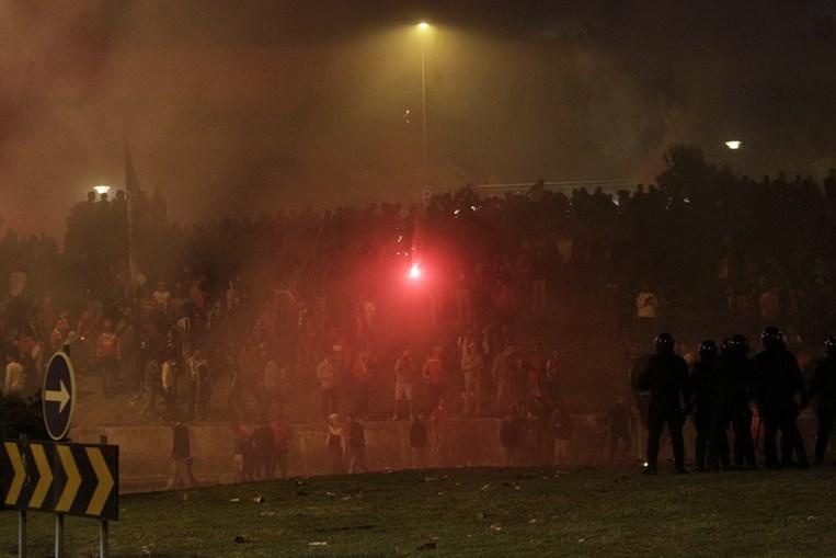 Tensão e confrontos junto ao Estádio da Luz resulta em 20 detenções