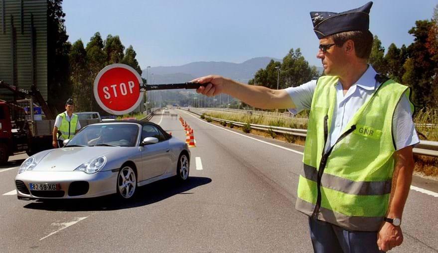 Governo aprova revisão do regulamento de sinalização de trânsito