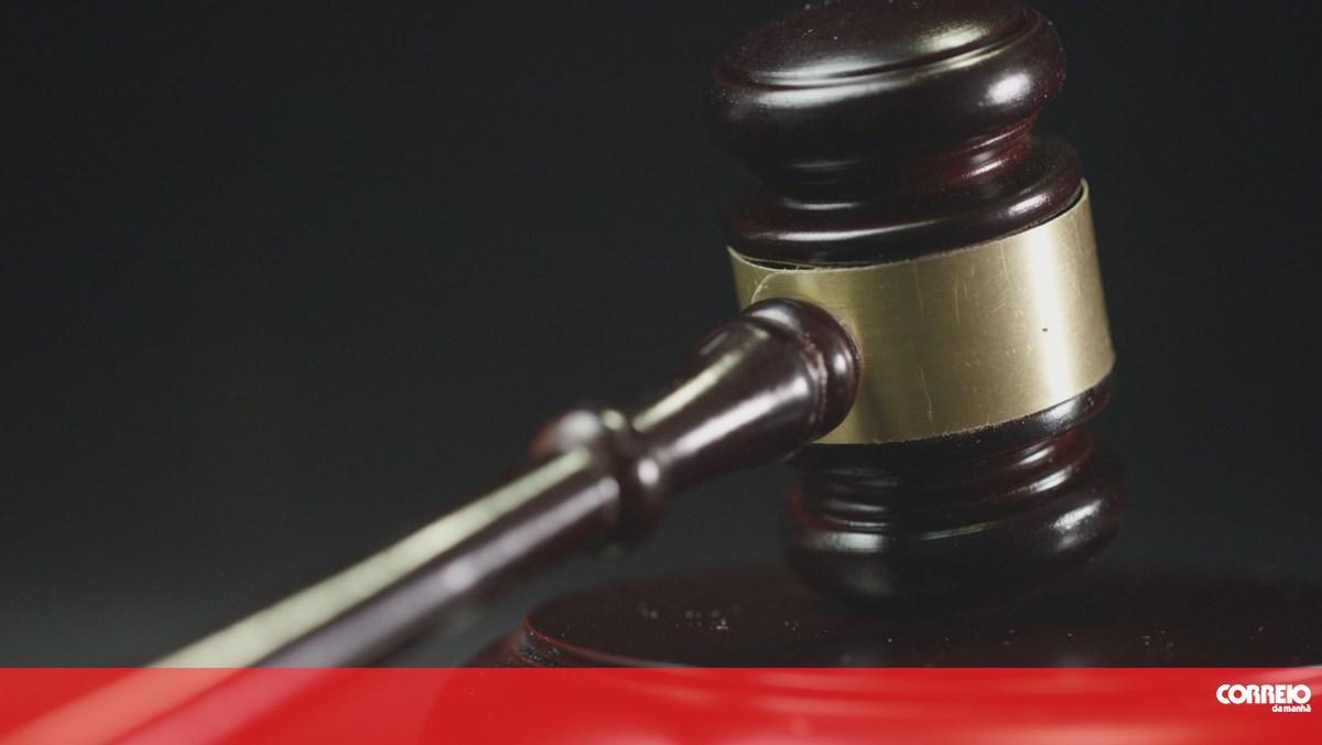 Doze arguidos acusados por associação criminosa e furto de veículos em Sintra - Correio da Manhã