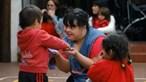Professora com síndrome de Down fascina crianças na Argentina