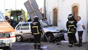 Homem morre esmagado por carro em Faro