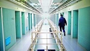 2990 telemóveis apanhados nas cadeias