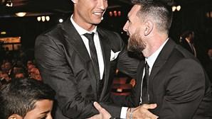 Messi à frente de Ronaldo na lista dos desportistas mais bem pagos