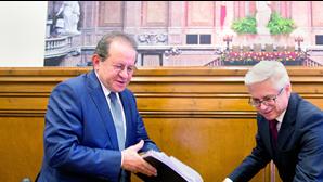 Antigo governador do Banco de Portugal com reformas de 27 mil euros