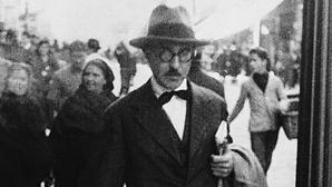 Fernando Pessoa e o falso suicidio de Aleister Crowley na origem de uma novela policial
