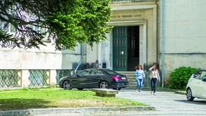 Feriado e greves retêm corpos na morgue em Coimbra