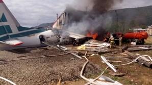 Dois mortos e sete feridos em aterragem de emergência de avião na Rússia