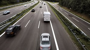 Tráfego nas autoestradas cai para quase metade no 2.º trimestre