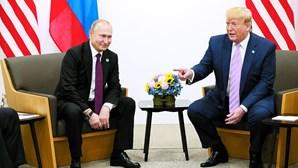Donald Trump faz humor com interferência da Rússia