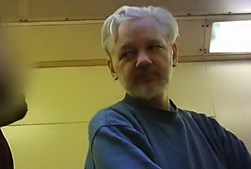 Julian Assange na prisão