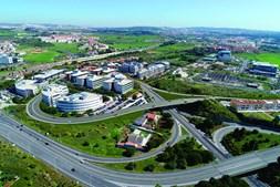 Imagem virtual do novo viaduto. A obra permitirá o acesso ao setor poente do parque industrial da Quinta da Fonte