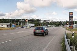 Militares tentaram abordar o veículo suspeito junto a um posto de abastecimento de combustíveis em Cernache, e o carro patrulha acabou por ser atingido a tiro