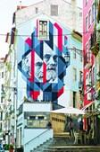 Memórias fabris na baixa de Coimbra, nas Escadas de São Bartolomeu, pelo artista João Samina