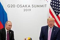 'Não te intrometas nas eleições': Trump faz piada para Putin durante cimeira do G20