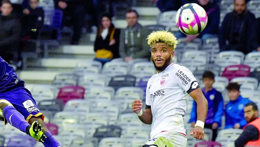 Valentin Rosier, lateral-direito de 22 anos do Dijon, deverá assinar por cinco temporadas