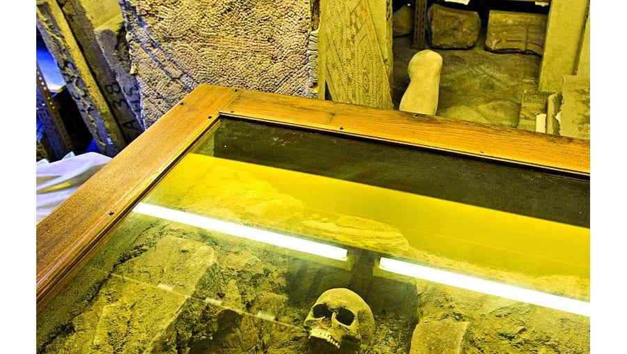 O esqueleto da 'Criança do Lapedo' foi descoberto em 1998