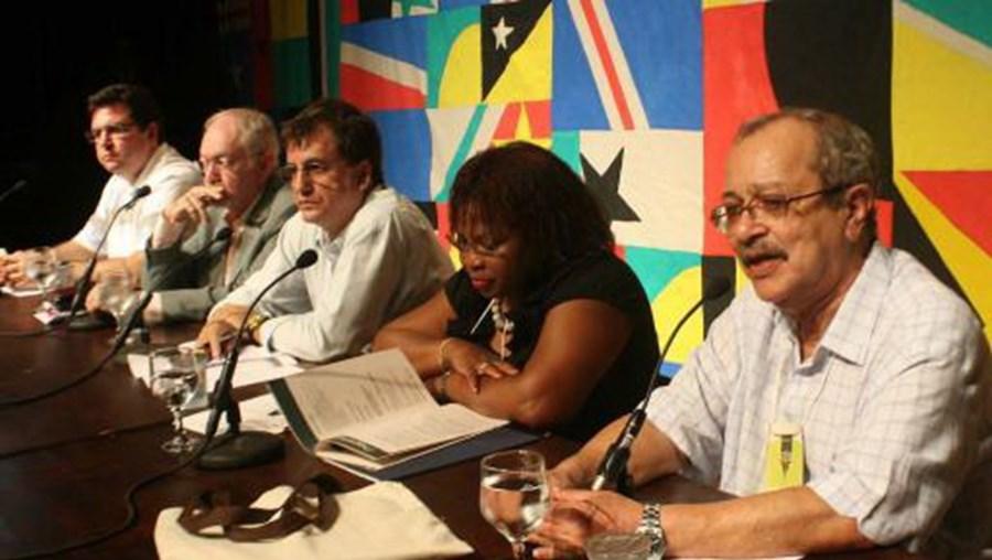 Fotografia de arquivo do primeiro 'Encontro de Escritores de Língua Portuguesa', em Natal, Brasil, numa iniciativa conjunta da Prefeitura da cidade e da UCCLA - União das Cidades Capitais de Língua Portuguesa