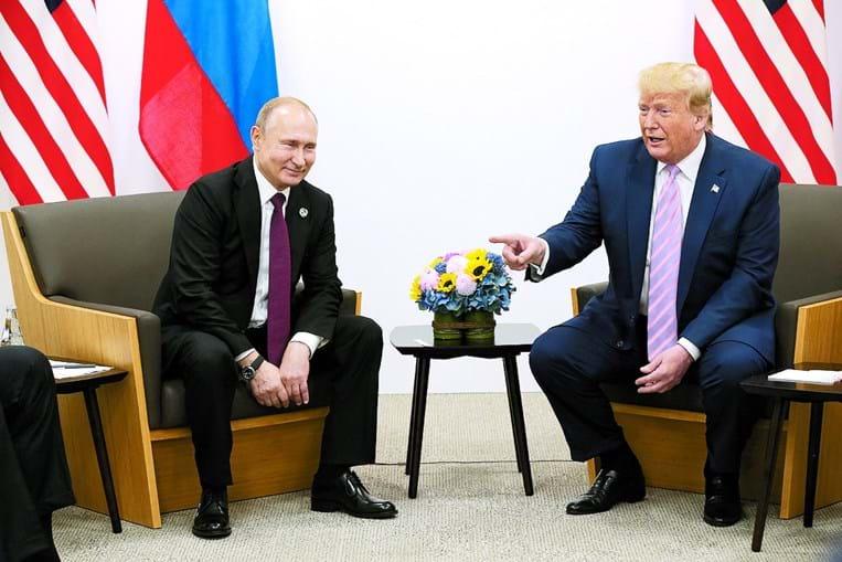 Trump fingiu admoestar o presidente russo por este ter tentado manipular as eleições presidenciais de 2016 nos EUA