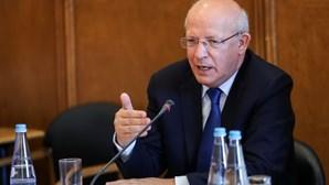 Augusto Santos Silva diz estar disponível para explicar na Assembleia da República saída do País de lista verde britânica