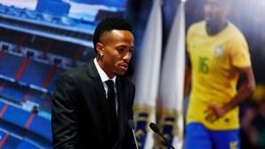 Futebolista Éder Militão sente-se mal durante apresentação e conferência do Real Madrid
