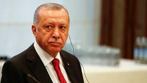 "Turquia condena caricatura de Erdogan e acusa jornal Charlie Hebdo de ""racismo cultural"""