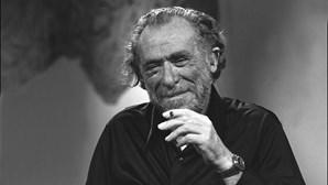 Charles Bukowski: sexo, álcool  e decadência